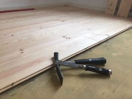 Holzboden-Verlegung