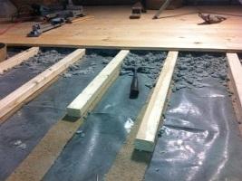 Holzdielen auf Lattenkonstruktion