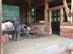 Sandsteinsockel und Bodenaufbau mitLiaver