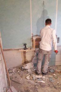 Rückbau von Fliesen und Wandbekleidungen im Bad