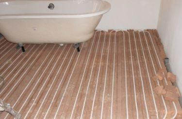 Badewanne auf Lithotherm Fußbodenheizung