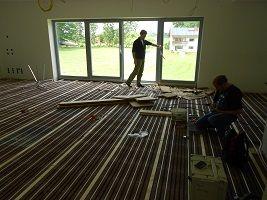 Holzdielen auf Fußbodenheizung im Lithotherm-System
