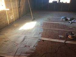 Schallschutz auf Holzbalkendecken mit Lehmsteinen und Sand